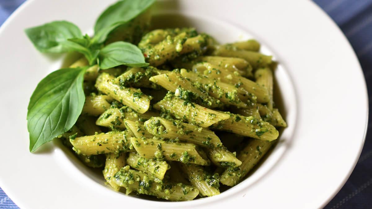 Read more about the article Pasta al pesto – o reteta rapida si usoara
