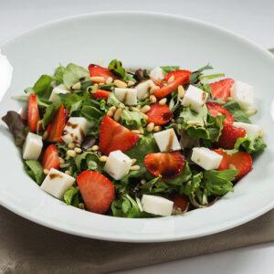 Salata cu Branza de Capra si Capsuni