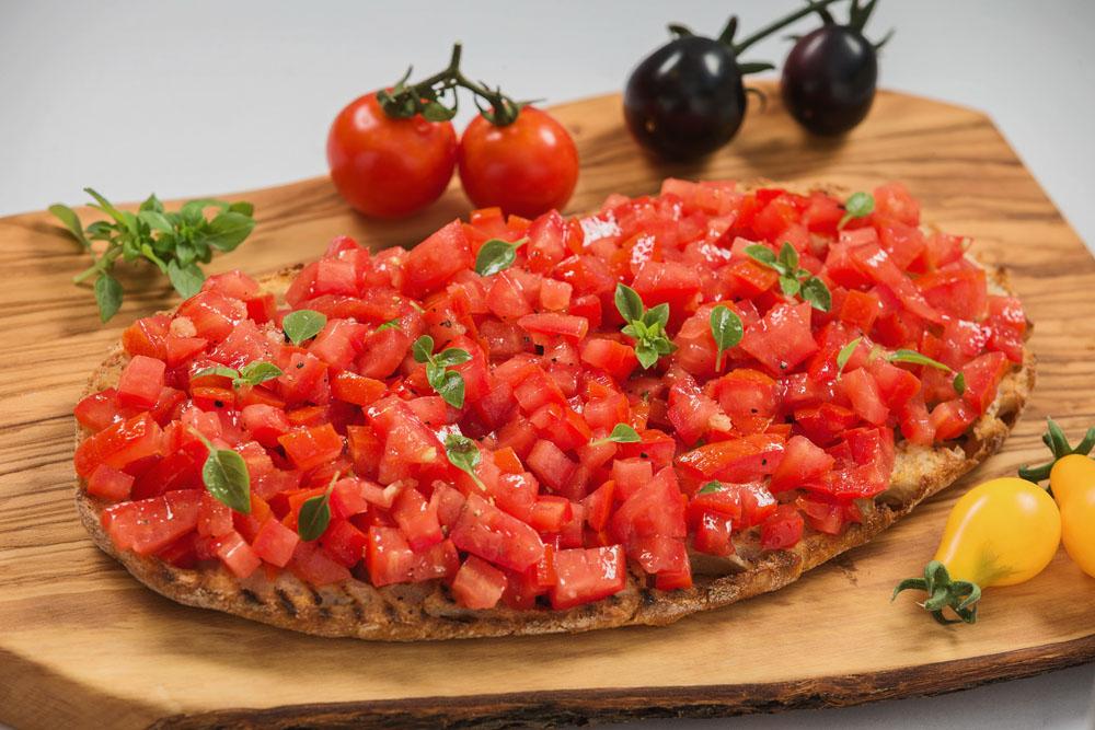 bruschetta cu rosii and busuioc 973