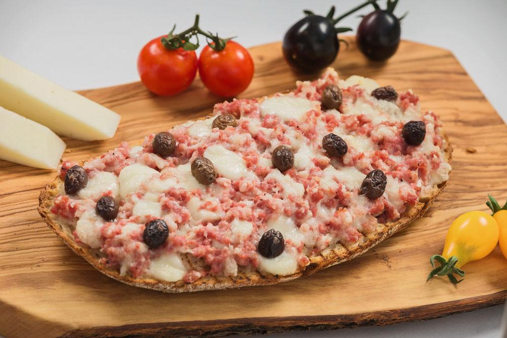 bruschetta cu salsiccia and mozzarella cherry 972