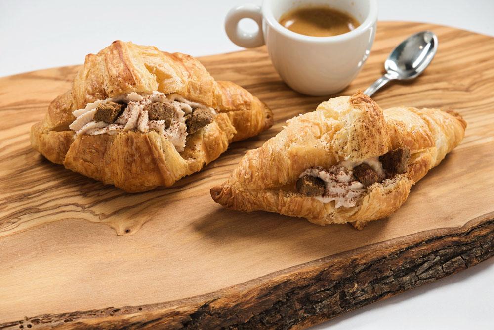 croissant cu mousse de mascarpone and cafea 963