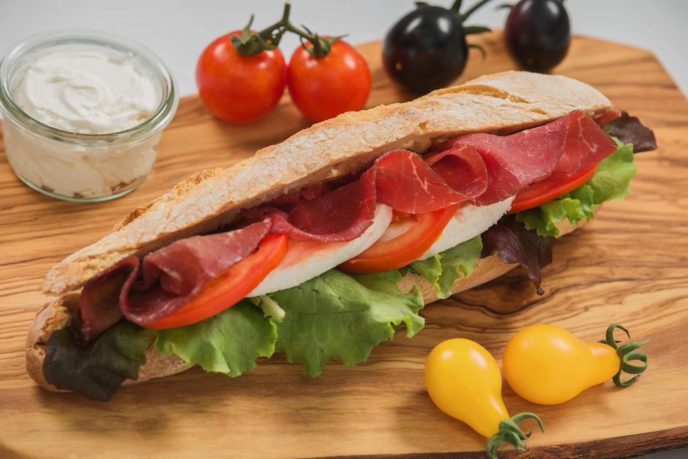 panini cu bresaola mozzarella and rosii 974