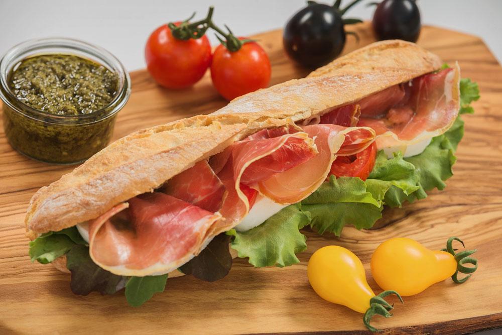 panini cu prosciutto and mozzarella 795