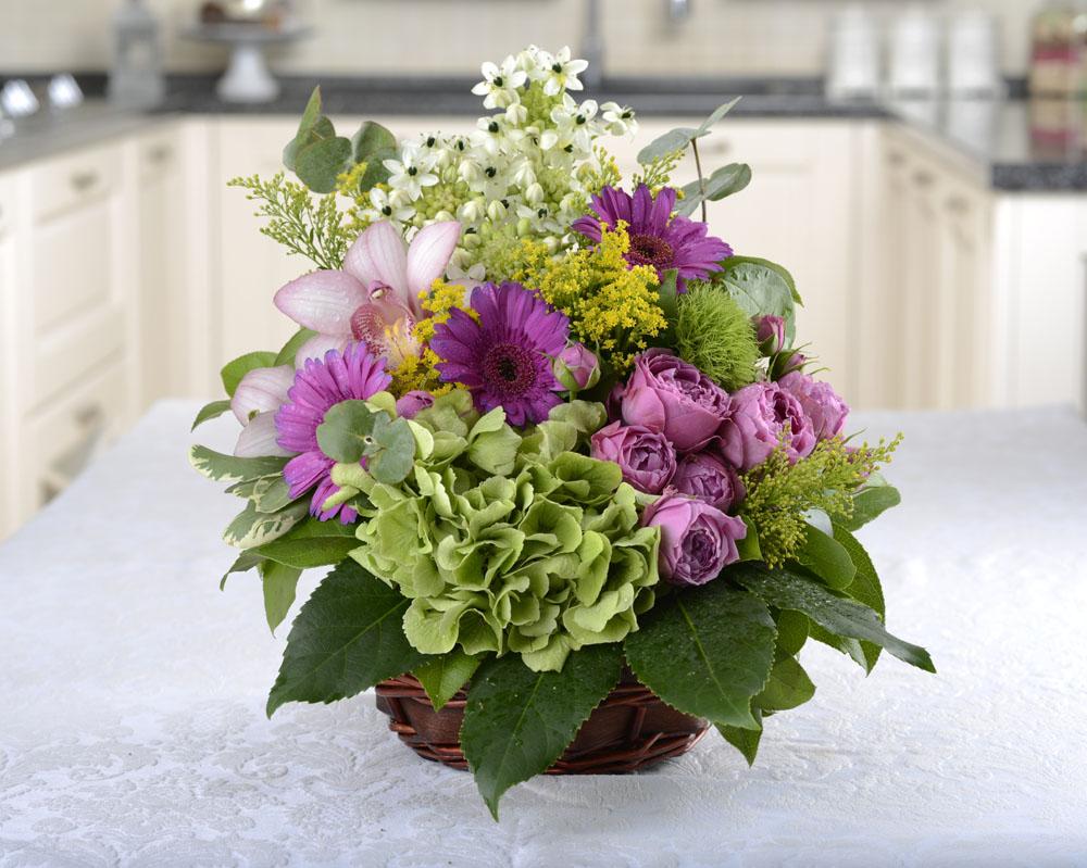 aranjament floral cu orhidee si mini trandafiri 141
