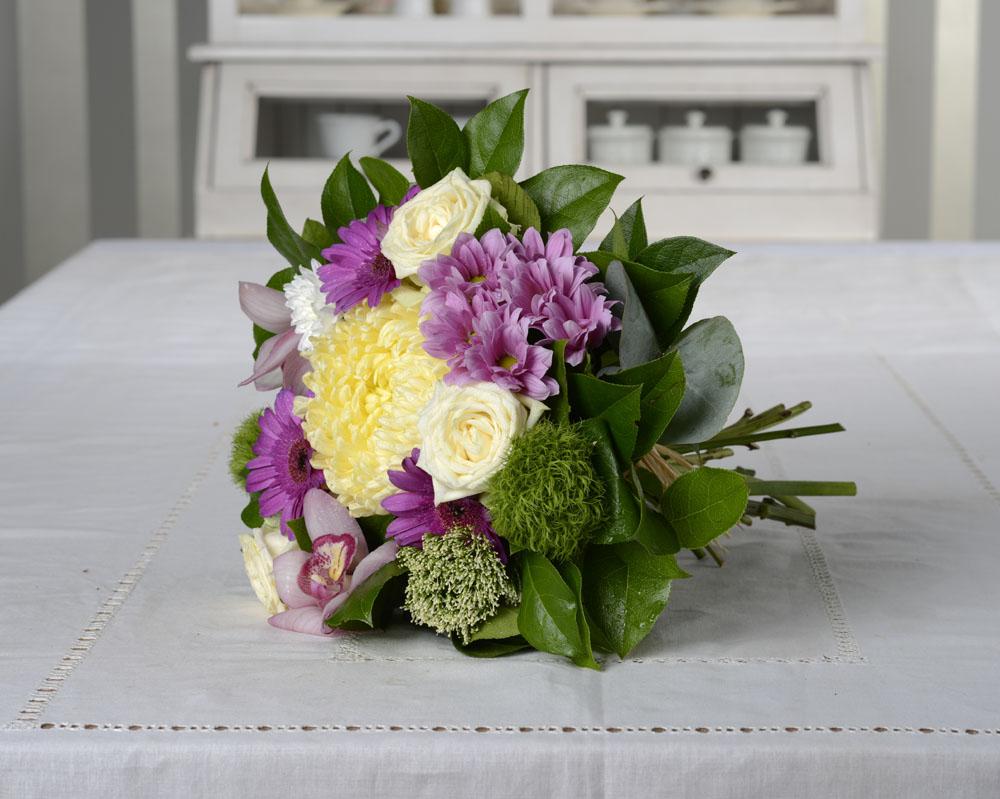 buchet de flori cu orhidee si trandafiri 145
